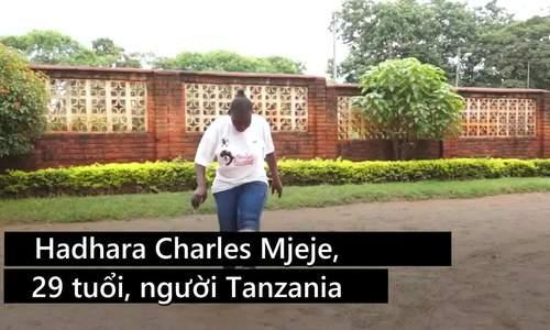 Cô gái Tanzania được Trump khen có tài tâng bóng 'tuyệt vời'