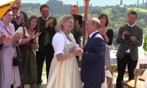 Ngoại trưởng Áo ca ngợi tài khiêu vũ của Putin