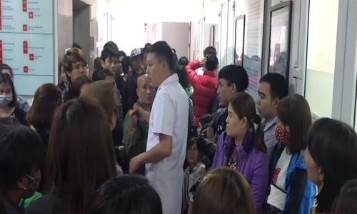 Hàng nghìn phụ huynh Bắc Ninh đưa con đi xét nghiệm