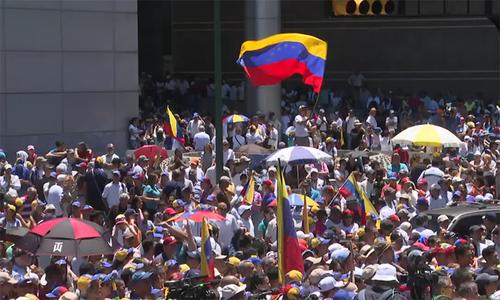 Venezuela chia rẽ sau lời kêu gọi xuống đường của Guaido