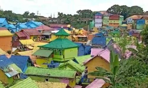 Khu ổ chuột Indonesia được 'biến hóa' thành ngôi làng cầu vồng
