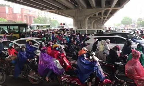 Đường phố Hà Nội ùn tắc