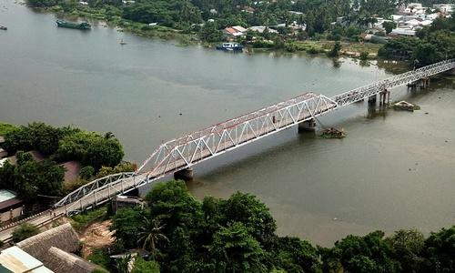 Cầu sắt hơn 100 tuổi ở Sài Gòn bị tháo dỡ