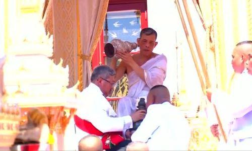 Lễ tắm tẩy trần của Quốc vương Thái Lan
