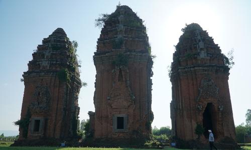 Cụm tháp Chăm cổ cao nhất Việt Nam ở Bình Định