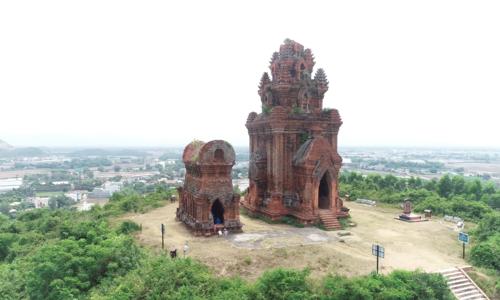 Tháp Bánh Ít - nét đẹp kiến trúc người Chăm còn sót lại