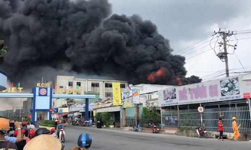 Cháy lớn trong khu công nghiệp ở Bình Dương