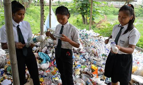 Ngôi trường tại Ấn Độ thu rác nhựa thay tiền học phí