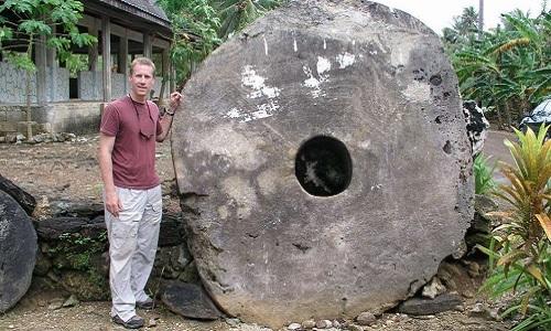 Những đồng tiền đá khổng lồ trên hòn đảo Thái Bình Dương