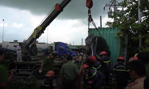 Hiện trường ngổn ngang vụ container tông 5 người tử vong