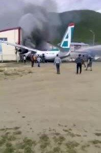 Máy bay chở khách Nga bốc cháy sau khi trượt khỏi đường băng, hai người thiệt mạng