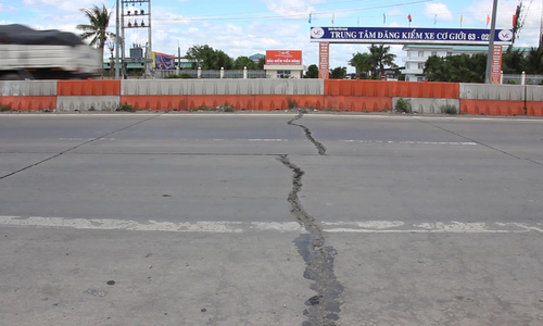 Tông vào ôtô nổ lốp trên cao tốc Trung Lương, tài xế chết - ảnh 2