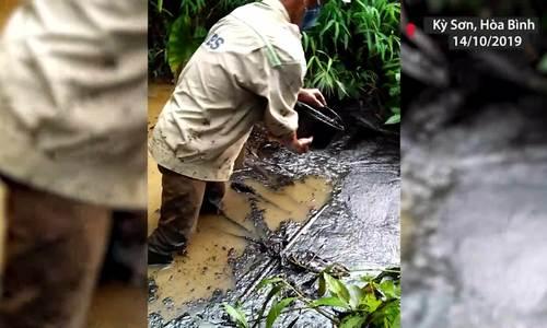 Nguồn nước sạch Hà Nội bị nhiễm dầu thải - ảnh 2