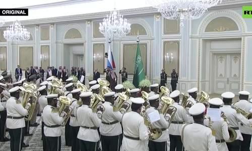 Putin ngán ngẩm với dàn quân nhạc Arab Saudi - ảnh 1
