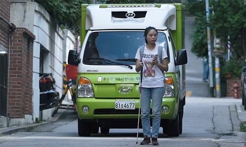 Cô gái khiếm thị đi du lịch Hàn Quốc một mình