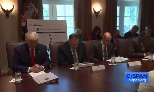 Quan chức Nhà Trắng cầu nguyện cho Trump trước khi họp - ảnh 1