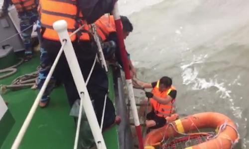 12 người được cứu trong vụ chìm tàu ở Vũng Áng - ảnh 1