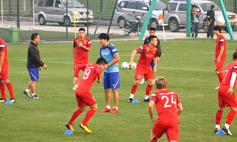 Ông Park cho Việt Nam tập di chuyển trước trận UAE
