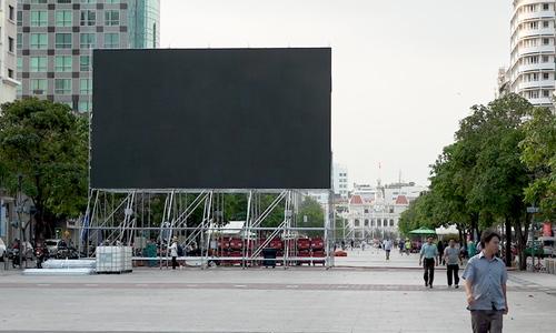 Trận Việt Nam – UAE: Lắp 5 màn hình lớn trên phố đi bộ Nguyễn Huệ