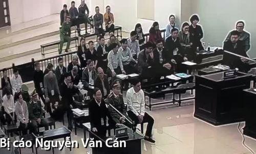 Bị cáo Nguyễn Văn Cán tự tranh luận