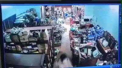 Truy tìm kẻ xả súng làm chết hai người - ảnh 1