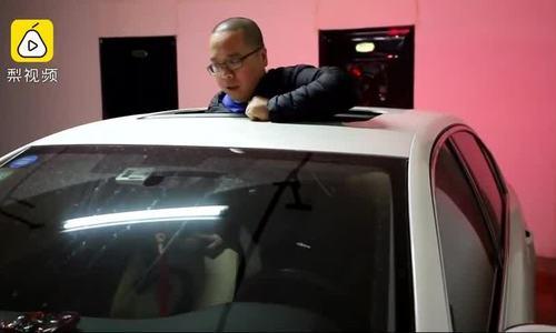Mua chỗ đỗ 22.000 USD, tài xế phải chui qua cửa sổ trời