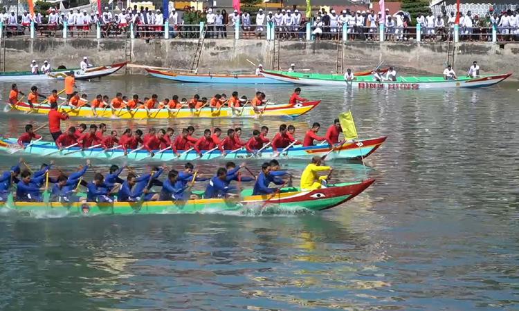 Lễ hội đua thuyền mừng xuân mới