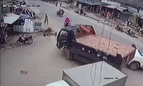 Xe tải đánh lái