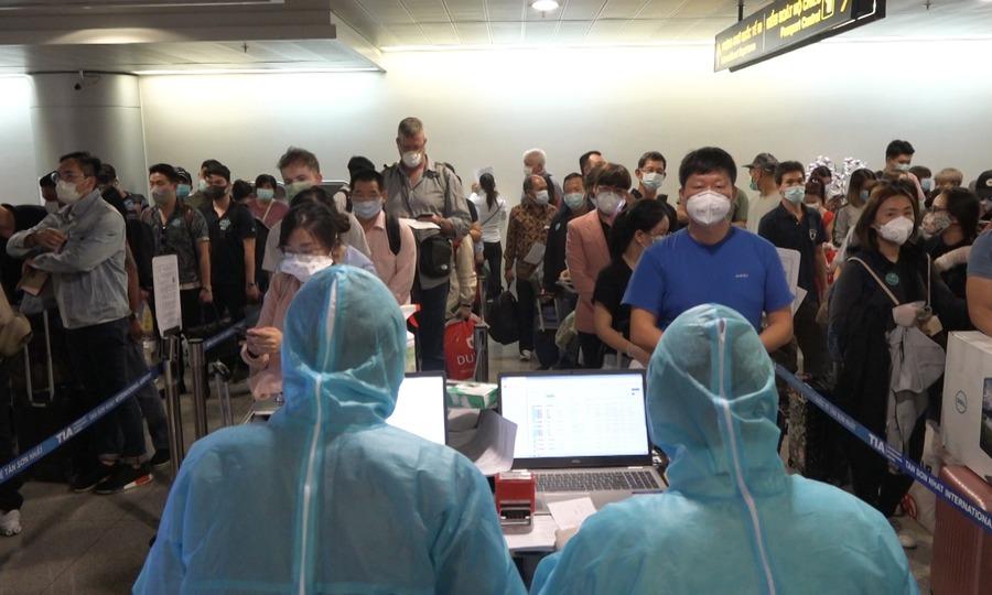 video khai báo y tế sân bay Tân Sơn Nhất