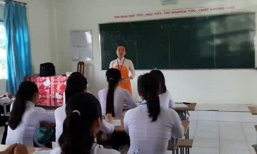 Cô giáo hát cải lương Truyện Kiểu để học sinh dễ thuộc bài