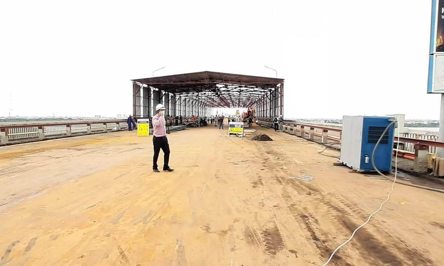 Cầu Thăng Long được cào bóc