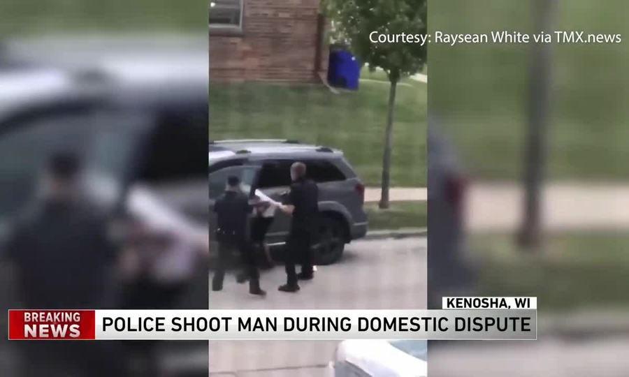 Người da màu bị cảnh sát bắn trước mặt 3 con
