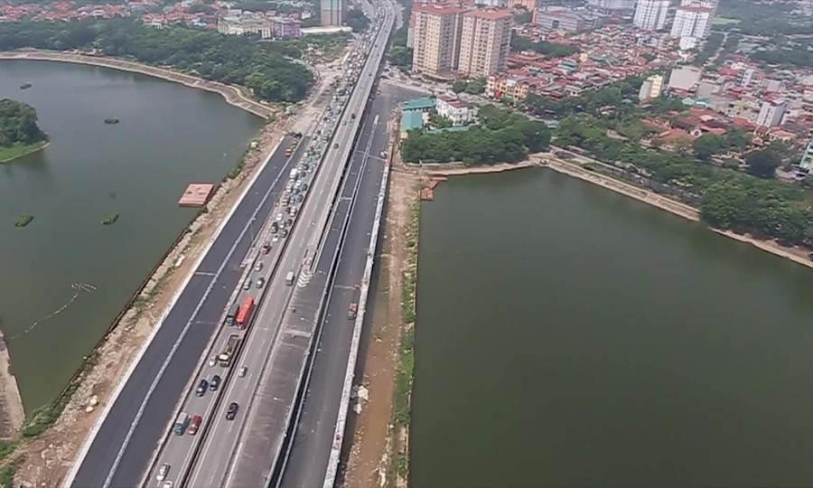 Cầu vượt hồ Linh Đàm trước ngày thông xe