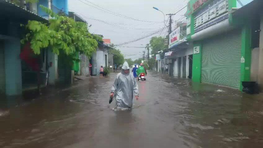 Nước lũ mênh mông ở vùng hạ du Thừa Thiên Huế