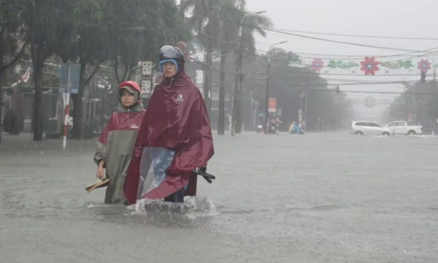 Video người Hà Tinh chạy lụt