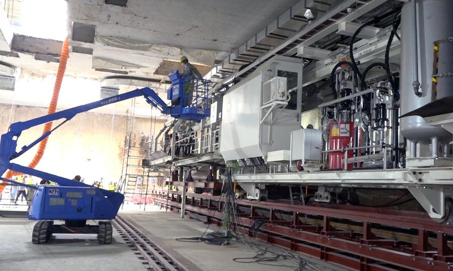 Kỹ sư lắp đặt máy TBM số 1 tại ga S9