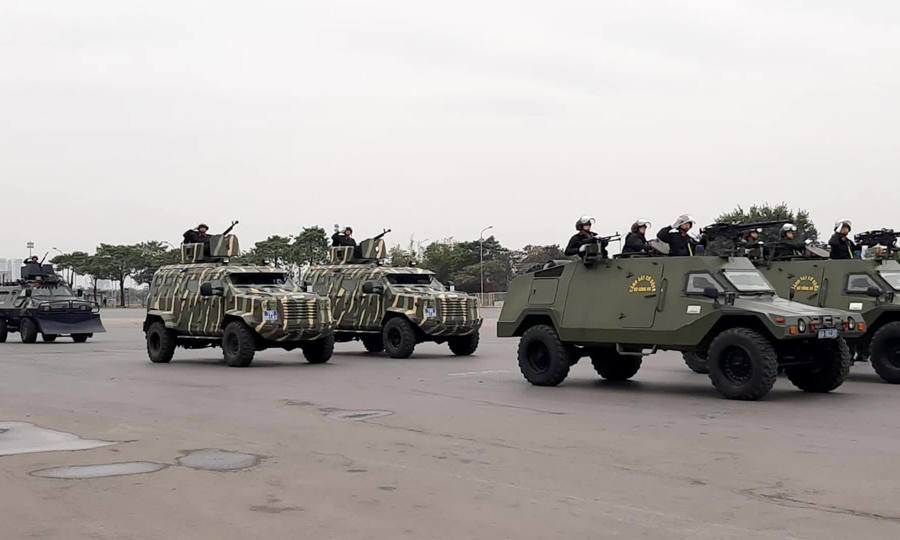 Các lực lượng diễu hành xuất quân bảo vệ Đại hội Đảng