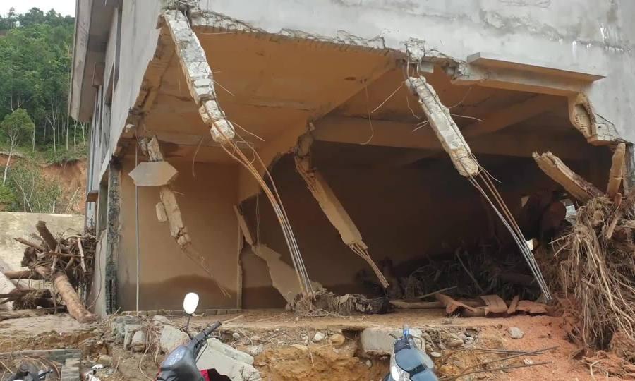 Trường học ở Quảng Nam tan hoang sau mưa lũ tháng 10/2020