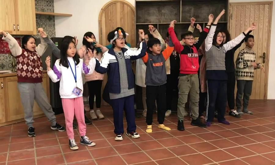 Lớp học hợp xướng ở Maya School