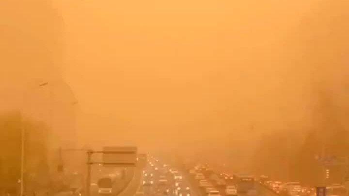 Bắc Kinh chìm trong bão cát