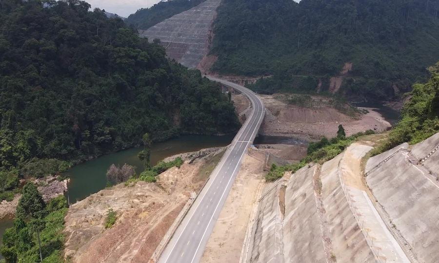 Cao tốc xuyên vườn quốc gia Bạch Mã