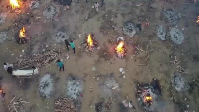Lò hỏa táng Ấn Độ không ngừng đỏ lửa