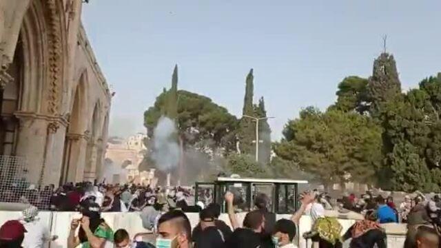 Lực lượng Israel triển khai hơi cay tại nhà thờ Hồi giáo Al Aqsa
