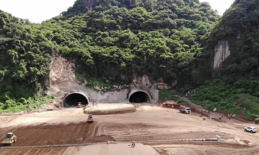 Hầm cao tốc Bắc Nam xuyên núi Tam Điệp thành hình