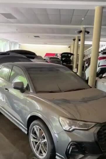 Đại lý Audi ngập nước trong lũ lụt ở Đức