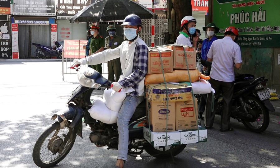 Người dân bị buộc quay đầu vì không đủ giấy tờ hợp lệ ra đường