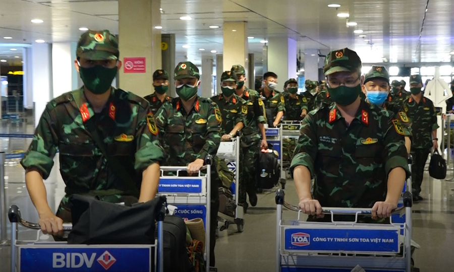 Gần 300 quân nhân chi viện từ Hà Nội vào đến TP HCM