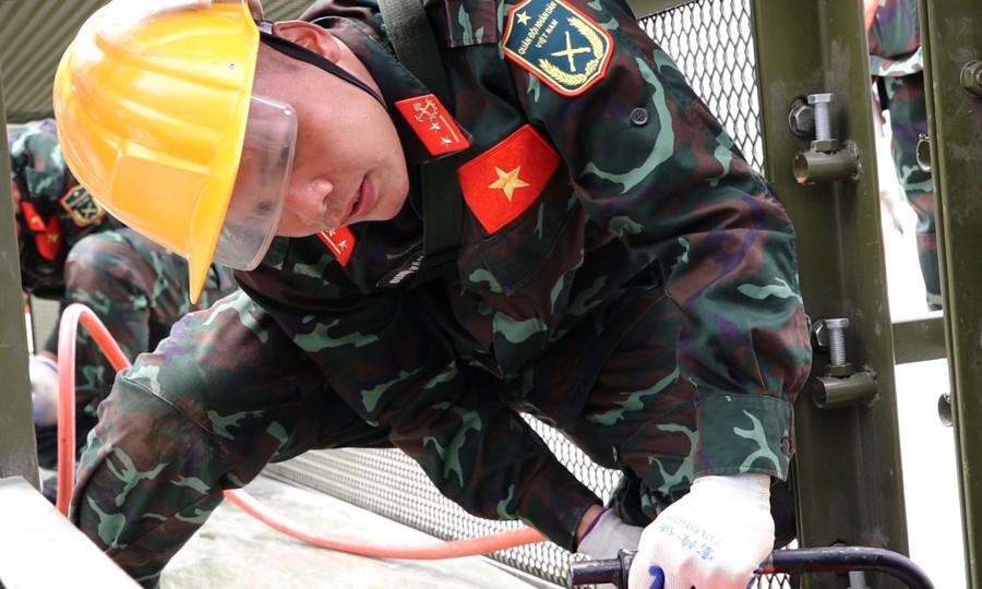 Đội tuyển Việt Nam 2 thi tiếp sức vùng tai nạn