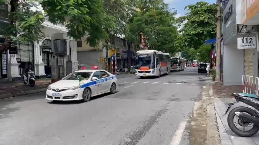 Đoàn y tế các tỉnh đổ về chi viện Hà Nội